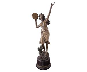 figura-mujer-pandereta